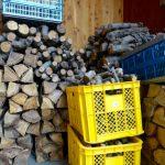 初雪と備蓄の薪